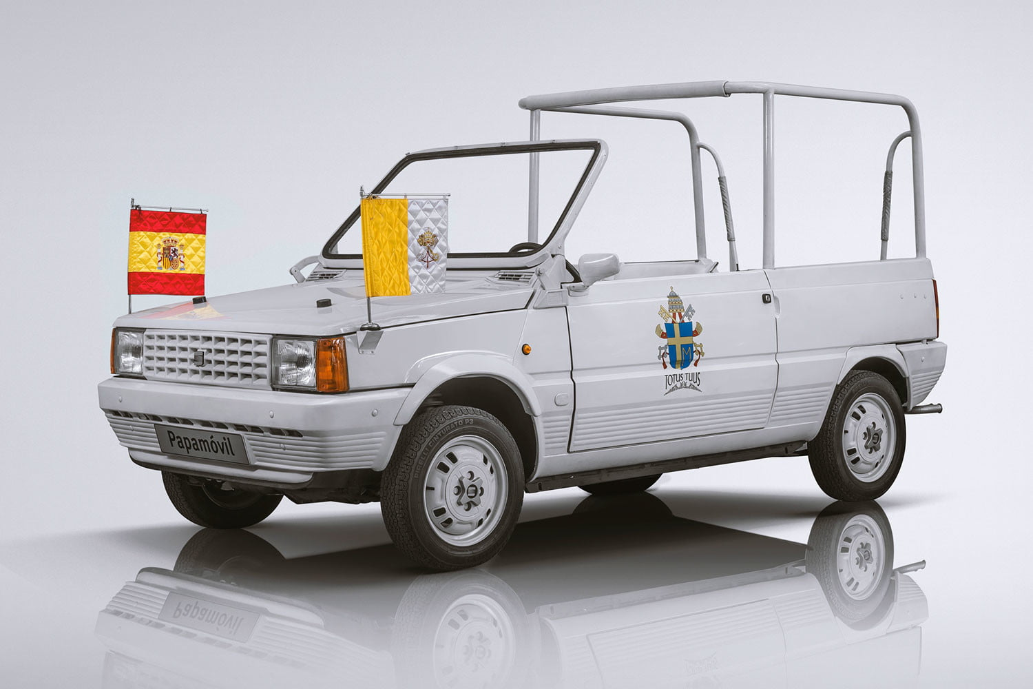10 sweet popemobiles that will make you wish held the keys of heaven 05 34 frontal 2 seat papamovil