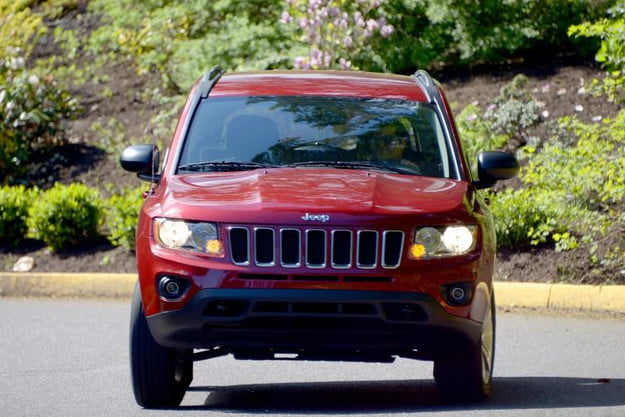 2013 jeep compass review exterior motion 2 800x600
