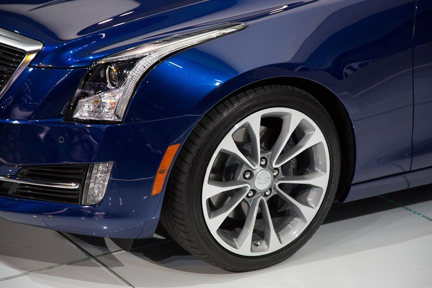 2015 Cadillac ATS Coupe front left macro