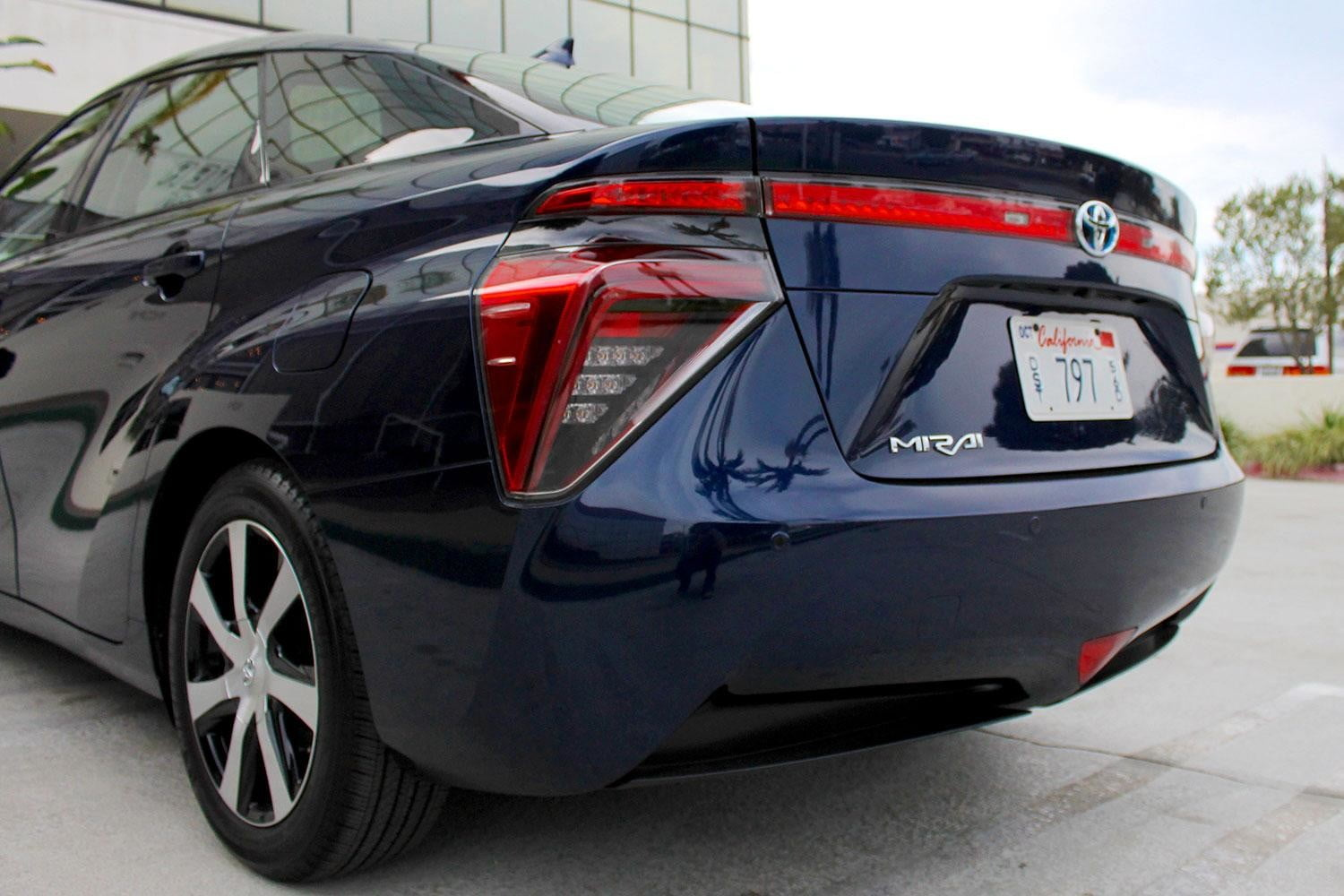 2015 car of the year awards 2016 toyota mirai back section
