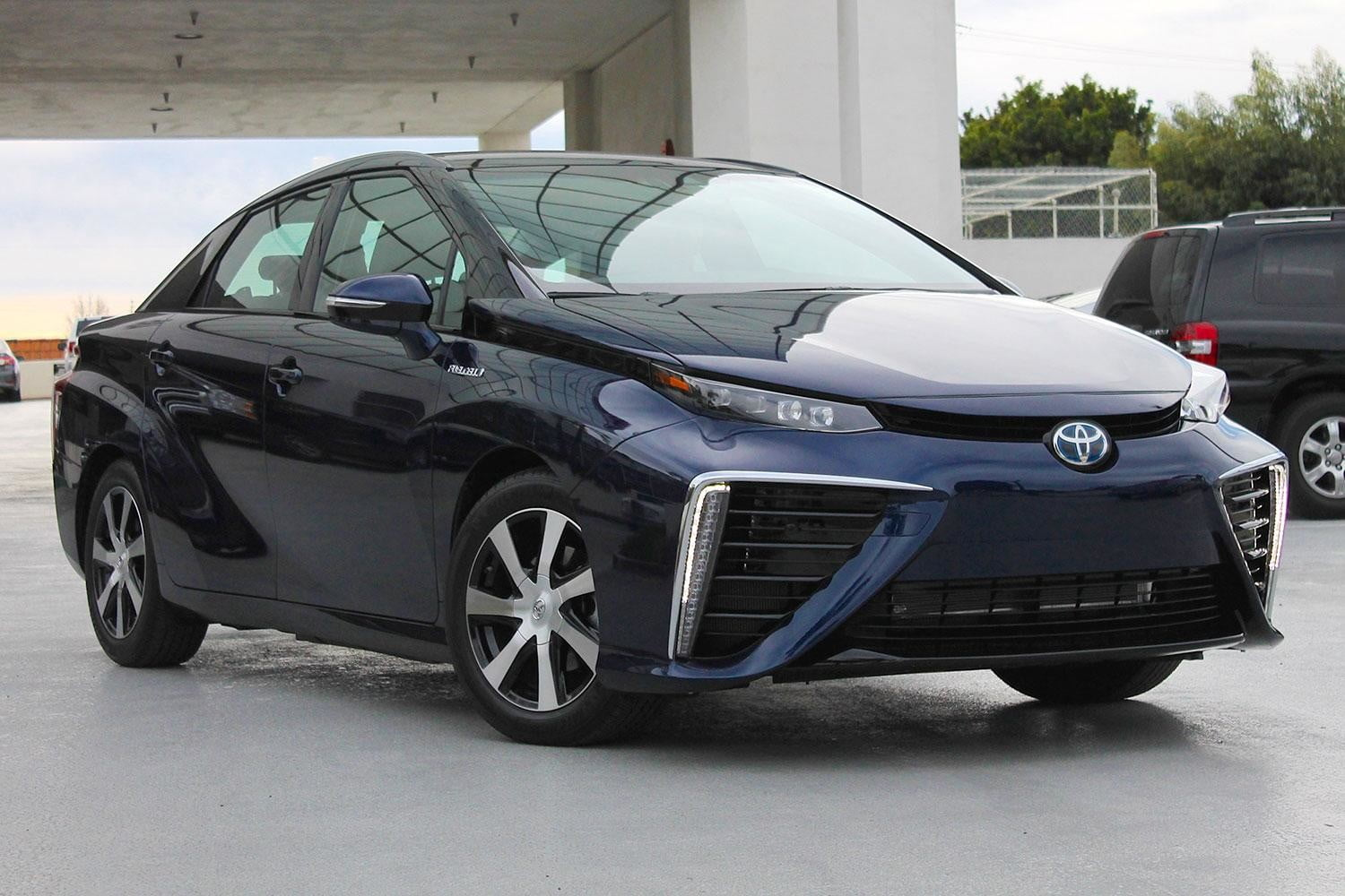 2015 car of the year awards 2016 toyota mirai front angle 2