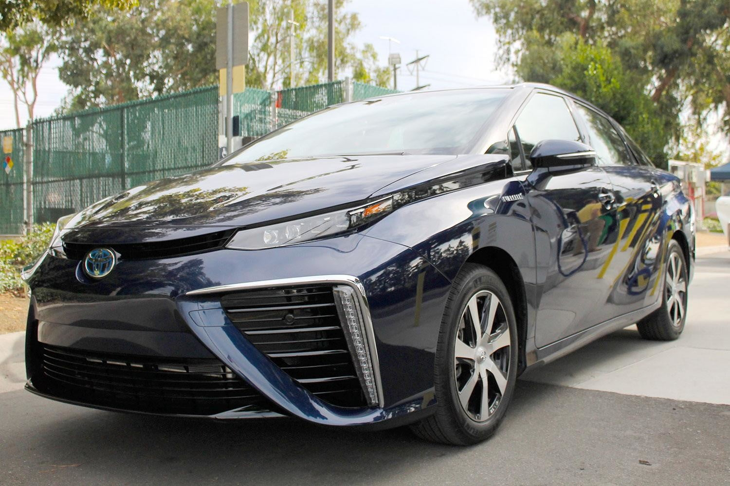 first drive 2015 toyota mirai 2016 front angle 3