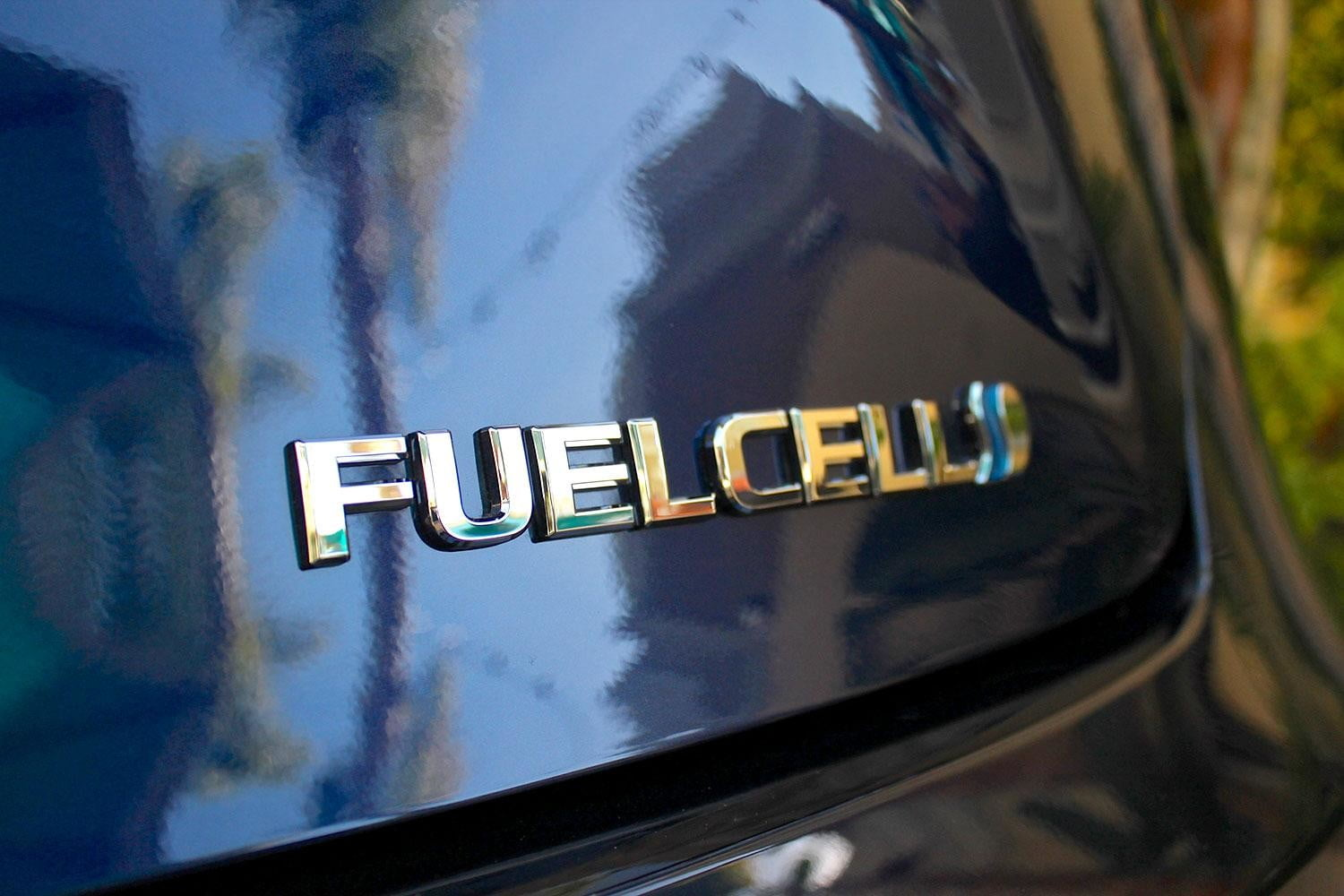 2015 car of the year awards 2016 toyota mirai fuel cell
