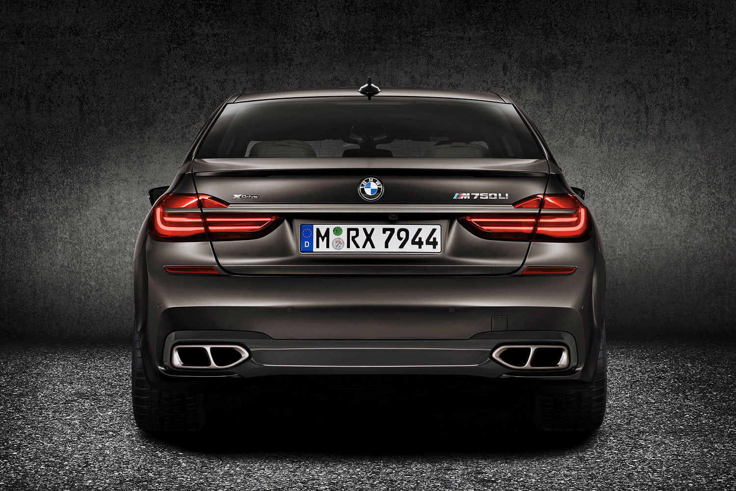 bmw is returning to its m car roots and ushering iperformance into the spotlight 2017 m760li xdrive 0014