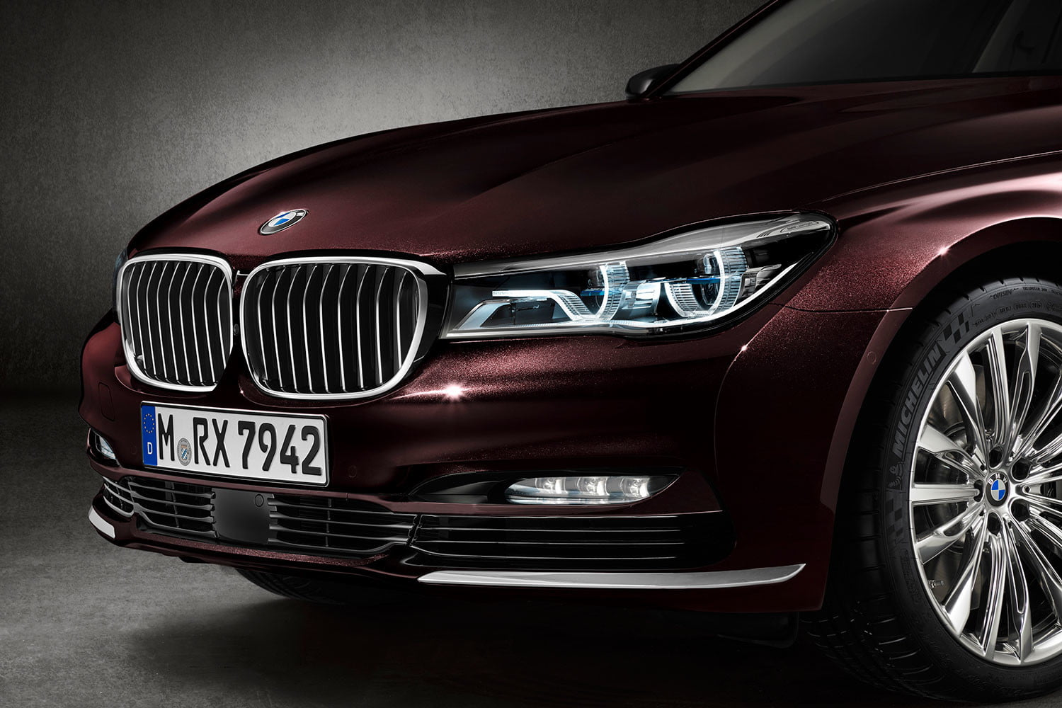bmw is returning to its m car roots and ushering iperformance into the spotlight 2017 m760li xdrive 0031