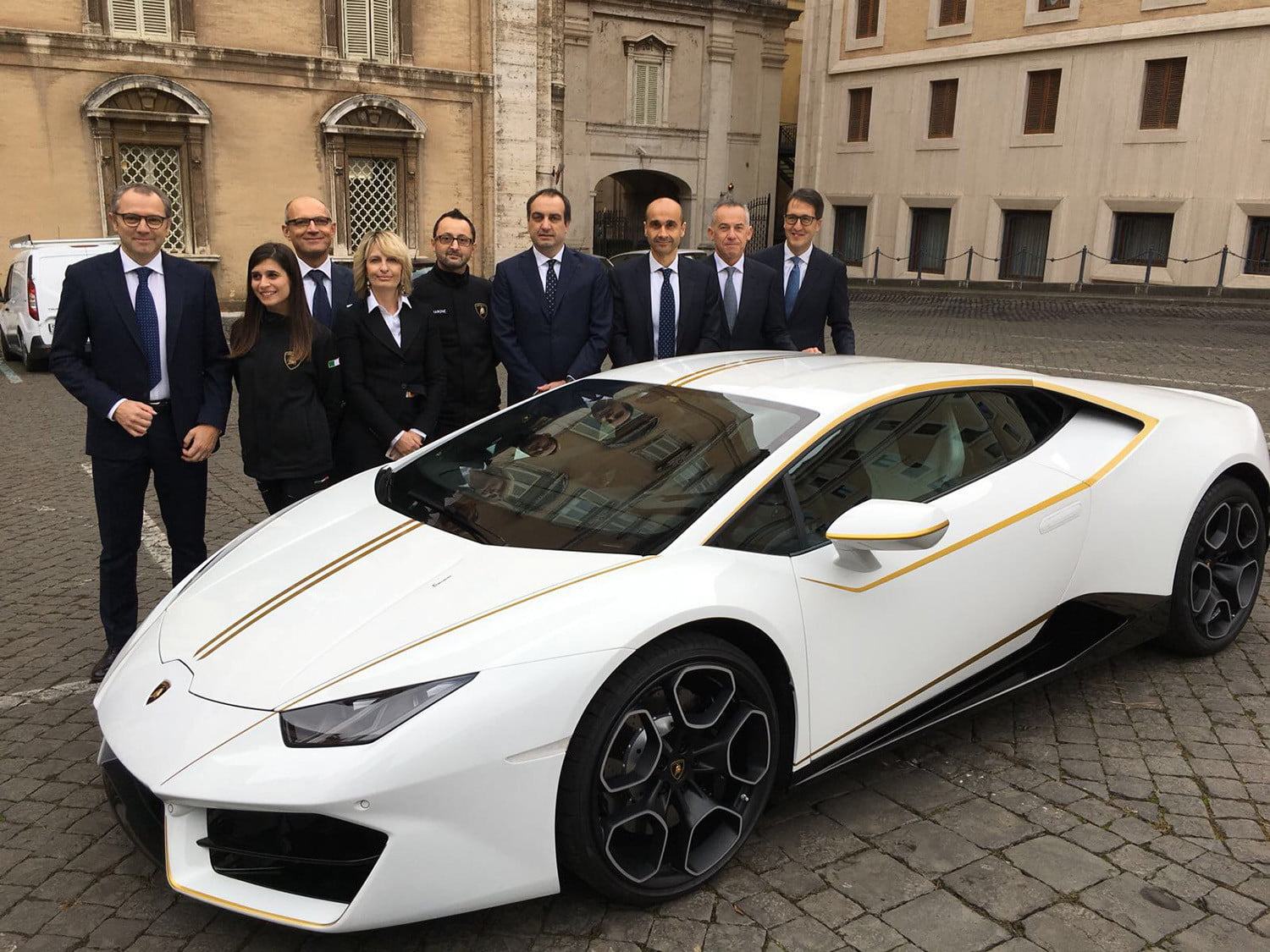lamborghini gifts huracn lp580 2 to pope francis for charity 2017  digitaltrends gets a huracan 15