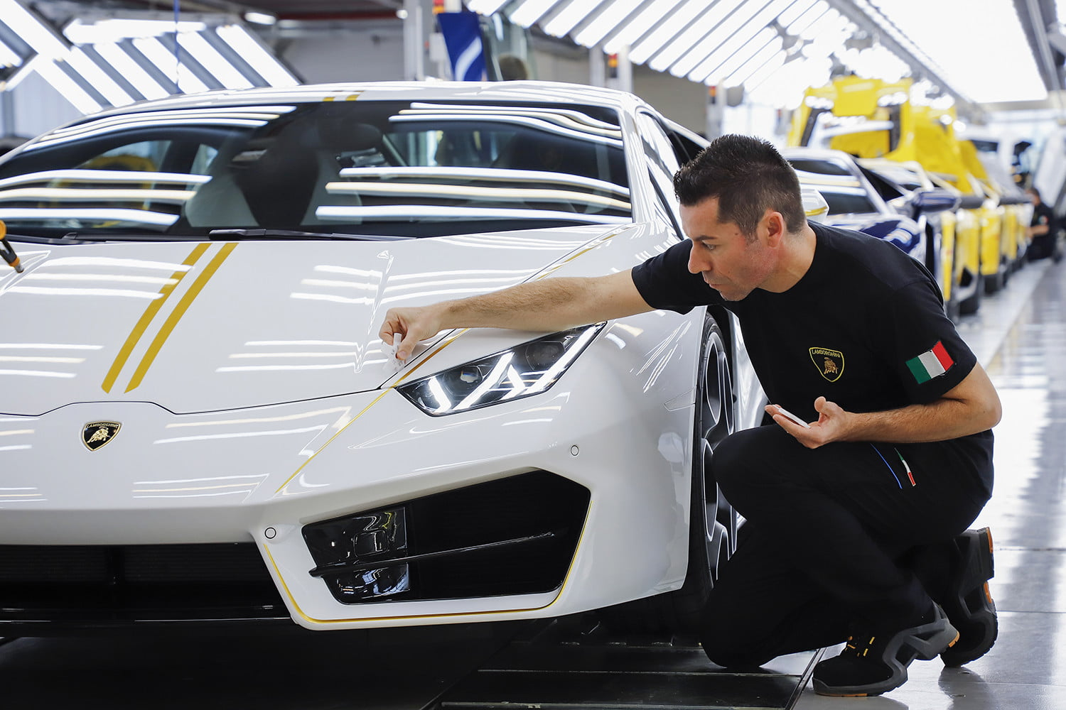 lamborghini gifts huracn lp580 2 to pope francis for charity 2017  digitaltrends gets a huracan 4