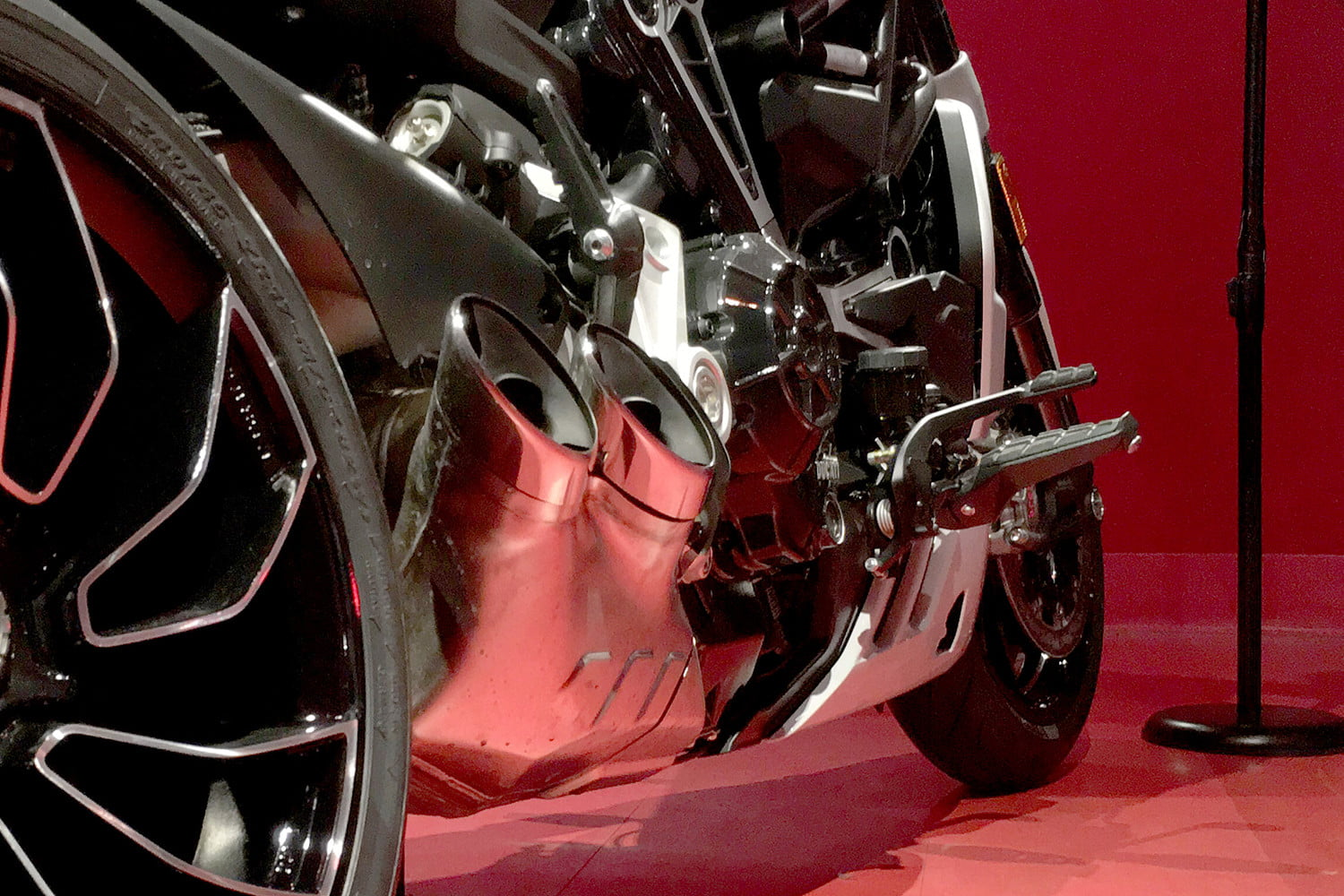 ducati 2018 motorcycle preview xdiavel s pipes