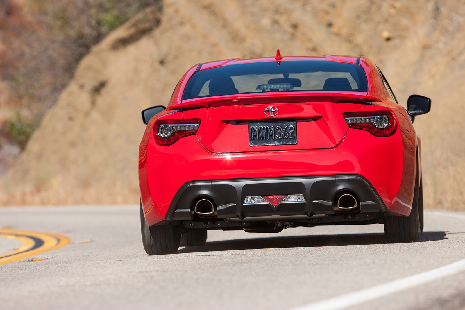 toyota and subaru reboot 86 sports coupe for second generation 2018  3