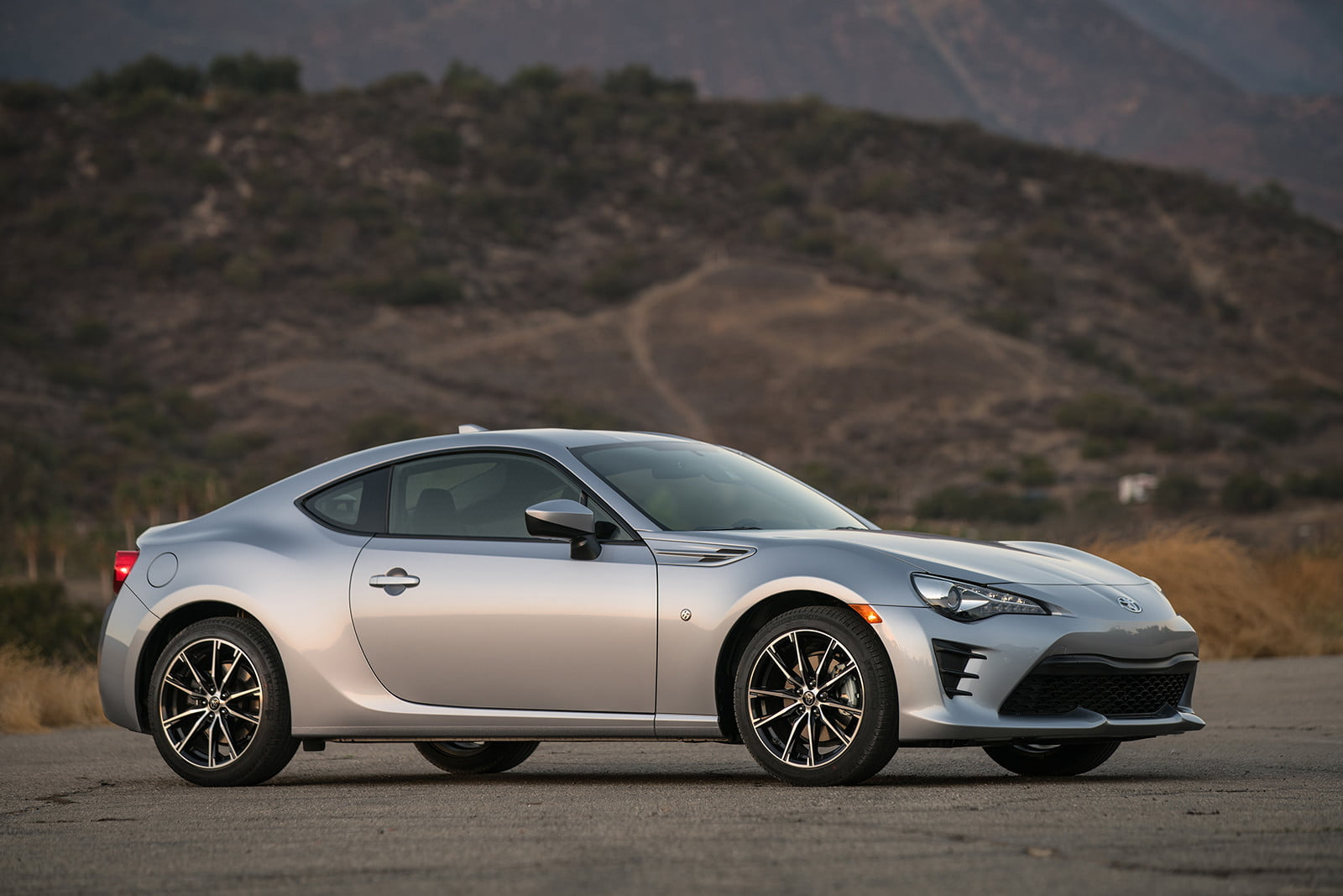 toyota and subaru reboot 86 sports coupe for second generation 2018  40