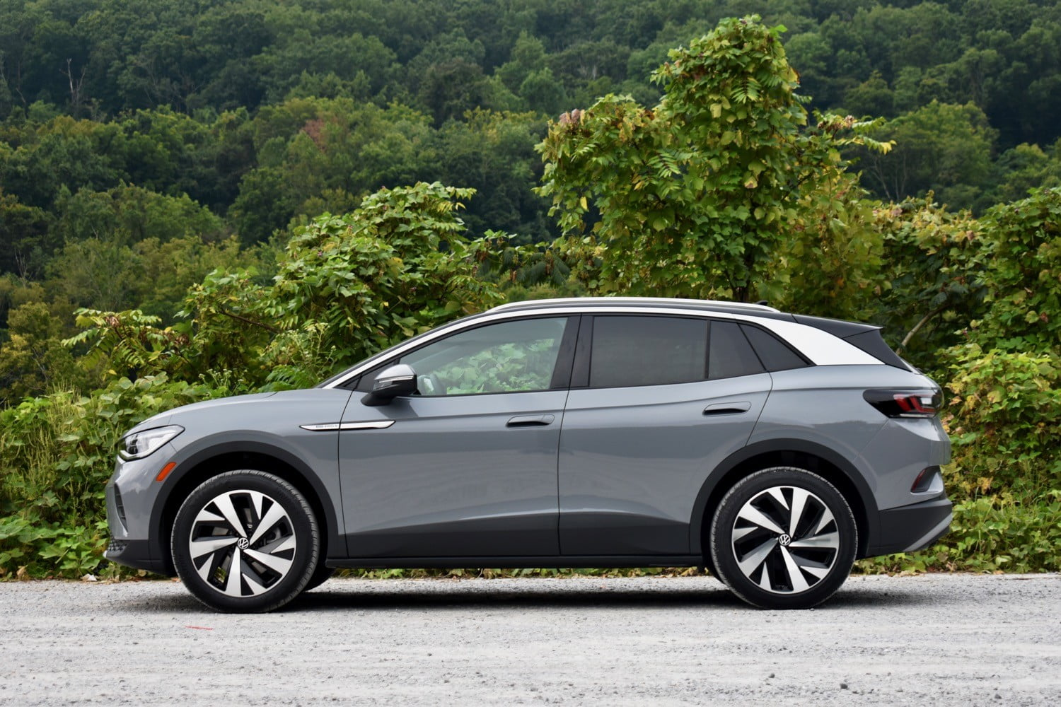 Profile view of the 2021 Volkswagen ID.4 AWD.