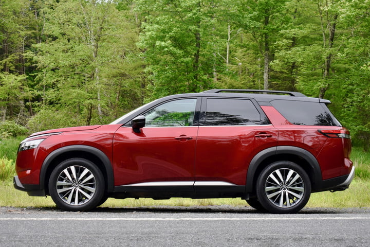 Profile view of the 2022 Nissan Pathfinder.