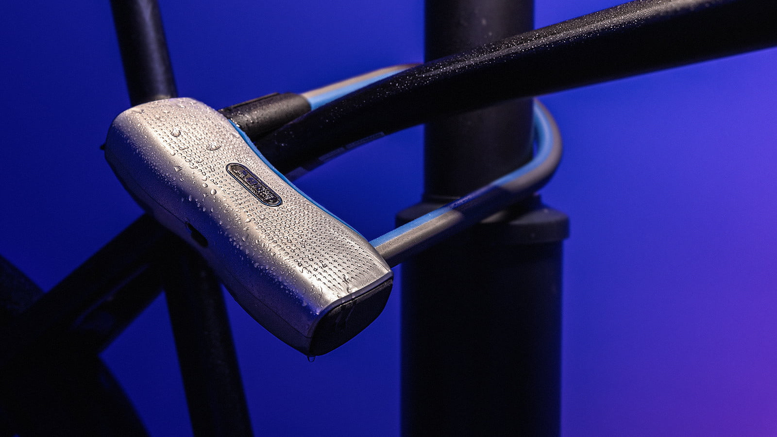 abus 770a smartx proximity aware intelligent u lock protects your ride wetteresistent big  1