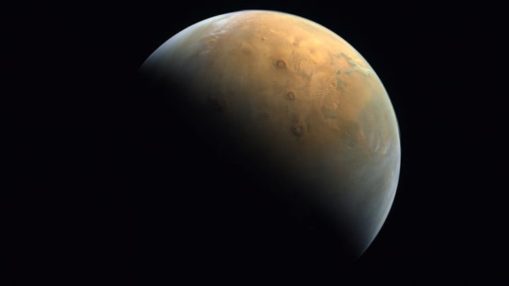The Hope Probe's first image of Mars