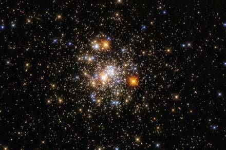 Stars sparkle and shine in Hubble image of a distant globular cluster