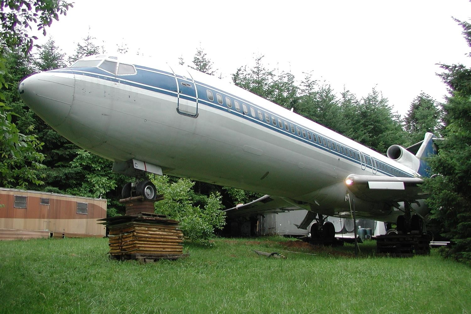 retreat from society and relax in these idyllic cabins around the world airplane home3