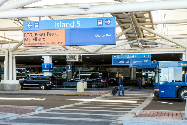 airport passenger drop off and pickup fees