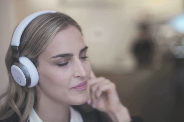 Aivvy Headphone in use