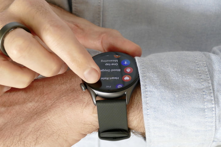 Using the screen on the Amazfit GTR 3 Pro.