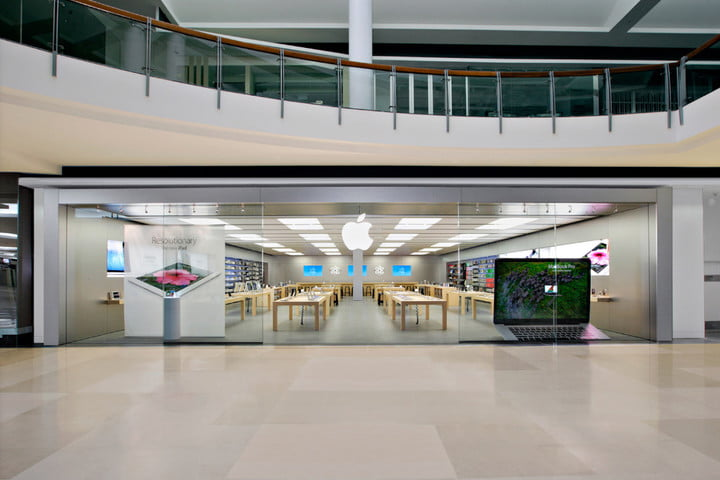 apple store staff fired carindale