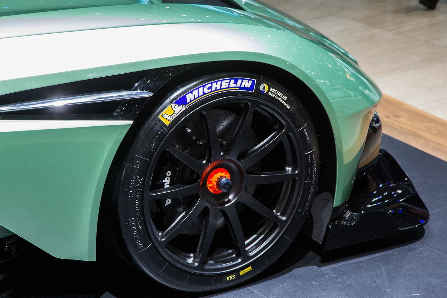 aston martin vulcan official spec pictures and performance 3