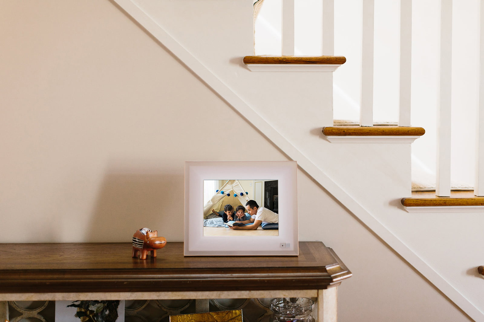 aura smart picture frame curates your photos lifestyle 0341