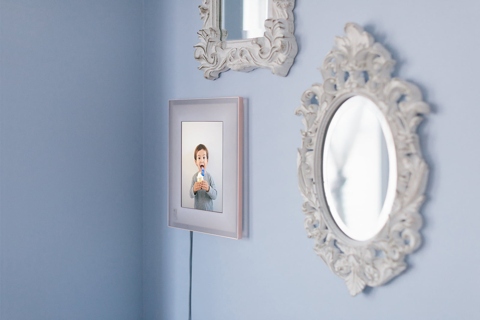 aura smart picture frame curates your photos lifestyle 0373
