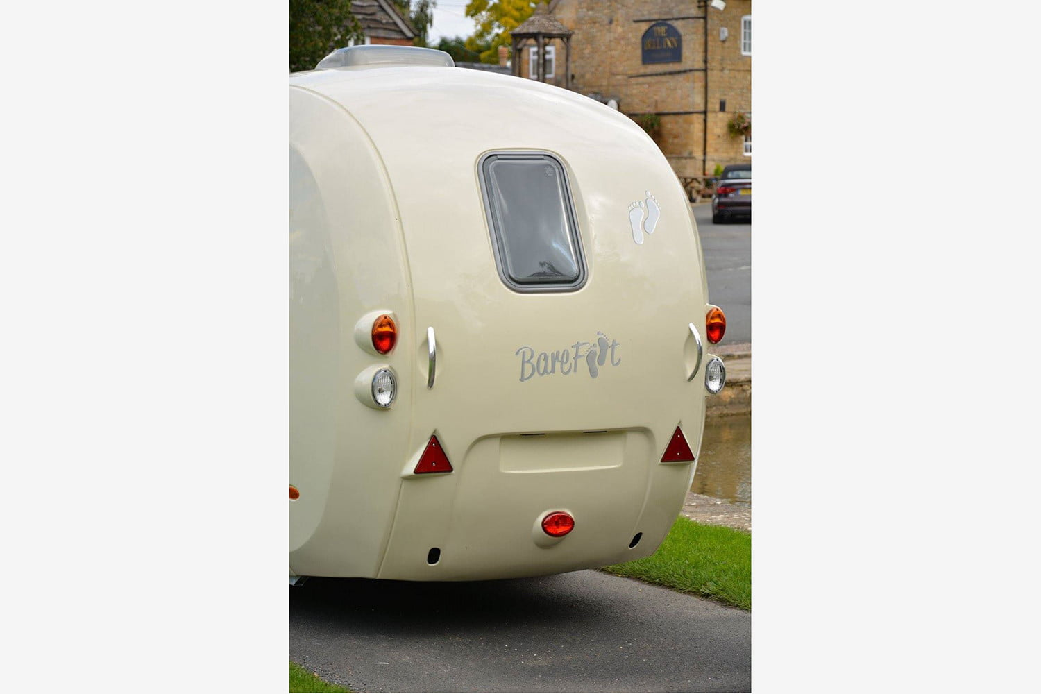 barefoot caravan makes cool curved campers 007