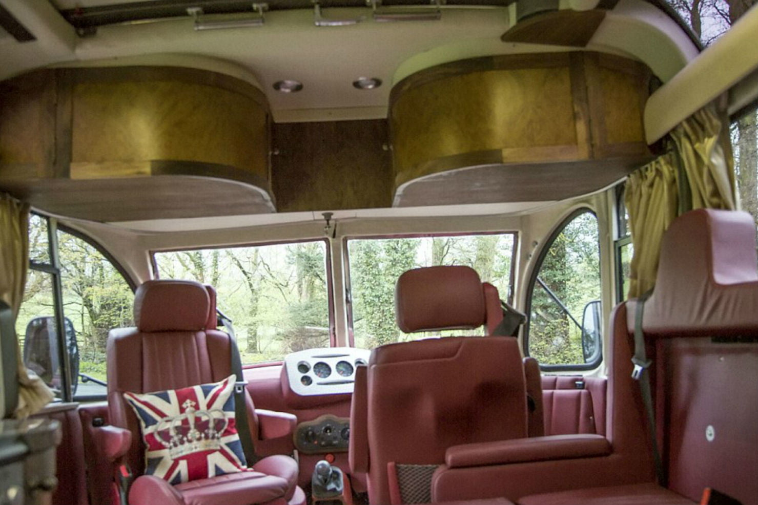 coolest bus to mobile home conversions bedfordbusinside2