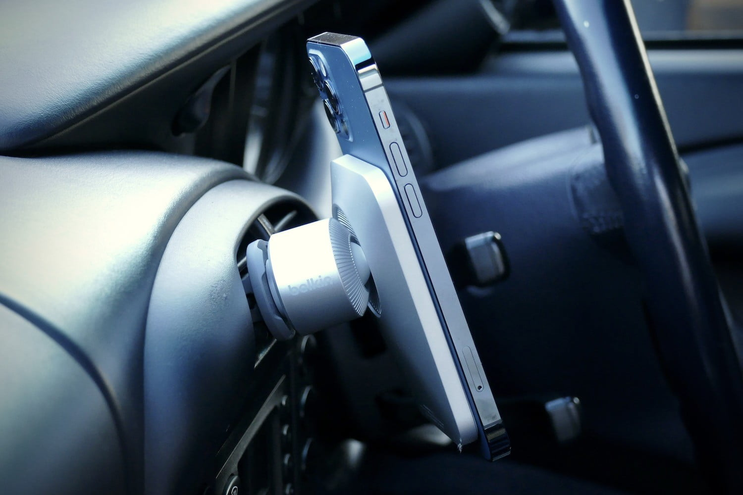 belkin magsafe car vent mount pro hands on features price photos release date side with phone