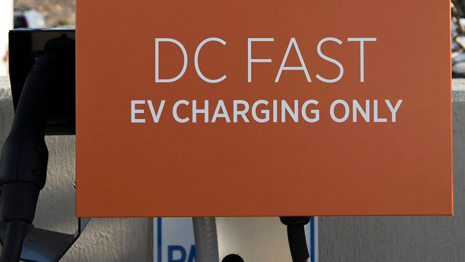 bmw vw and chargepoint create express charging corridors dc fast charge 160c