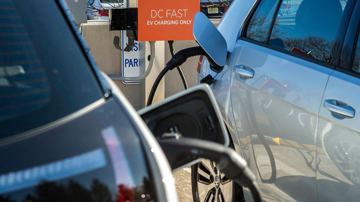 bmw vw and chargepoint create express charging corridors dc fast charge 243