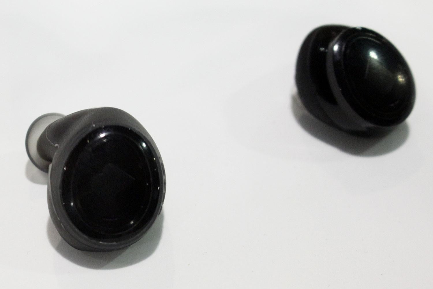 feature packed dash headphones surface at ces bragi 1