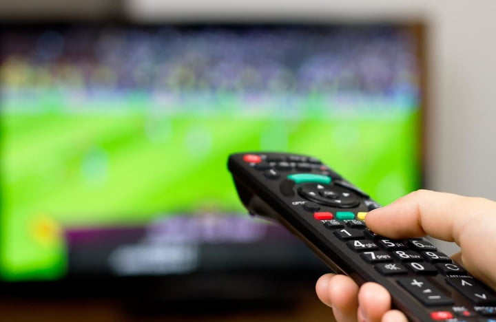 time warner subscribers flee company promises faster internet speeds cbs football
