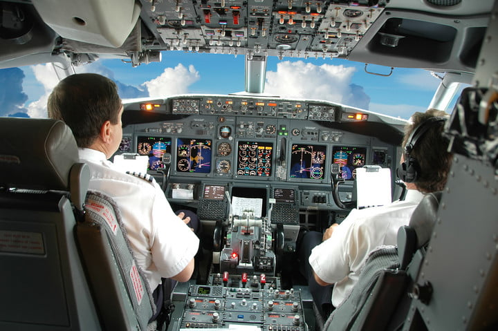 faa orders airlines to replace cockpit displays in 1300 jets over wi fi interference