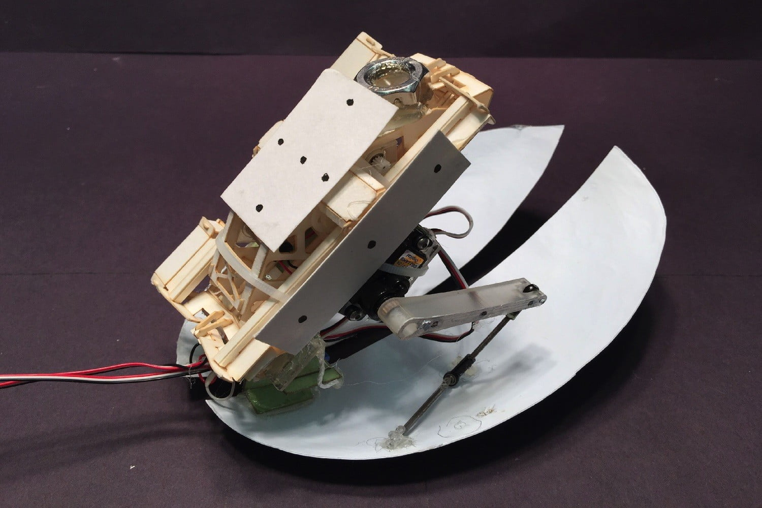 cockroach robot flaps its wings cockroach5