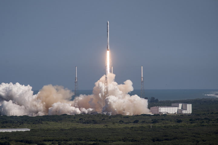 spacex to attempt land based rocket landing this month crs6 launch 39a