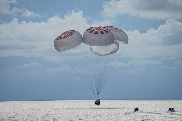 The Inspiration4 crew splashes down safely in the Atlantic. Four parachutes are deployed and two rescue boats are traveling to the spacecraft.