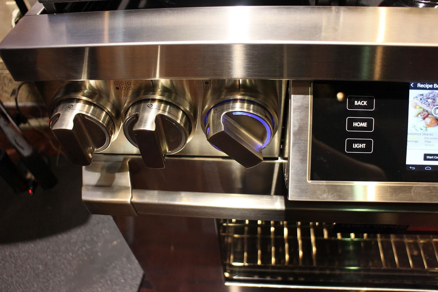 dacors voice activated oven debuts at ces 2015 dacor discovery iq dual fuel range 0259