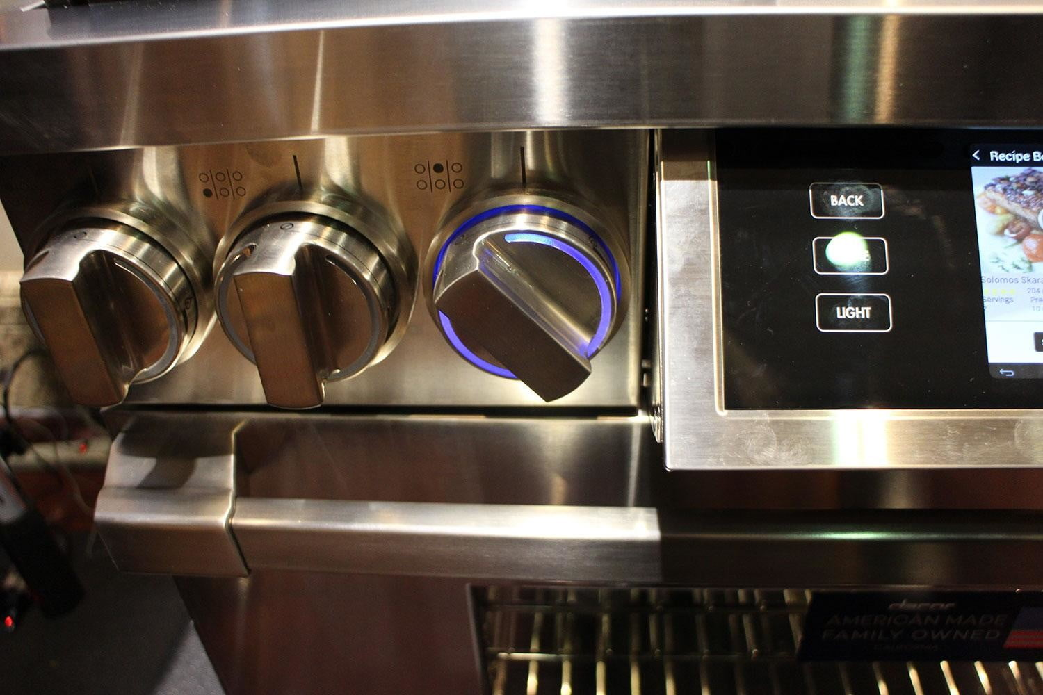 dacors voice activated oven debuts at ces 2015 dacor discovery iq dual fuel range 0260