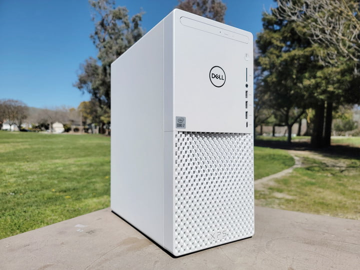 Dell XPS SE in a park.