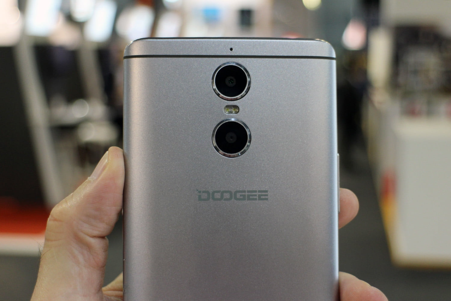 six fun quirky chinese smartphones mwc 2017 doogee shoot 1 2