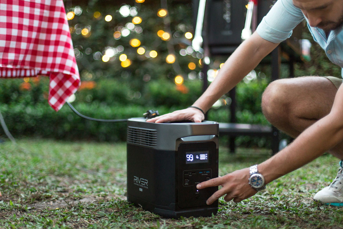 this portable power station has 6 ac outlets and can charge a tesla ecoflow delta 3