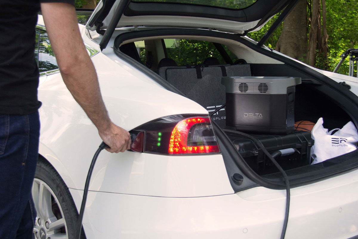 this portable power station has 6 ac outlets and can charge a tesla ecoflow delta 4