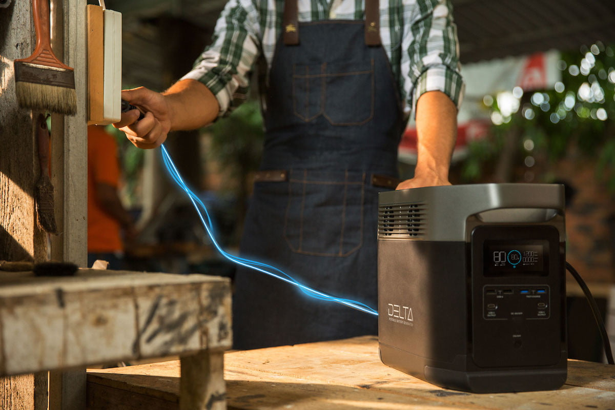 this portable power station has 6 ac outlets and can charge a tesla ecoflow delta 5