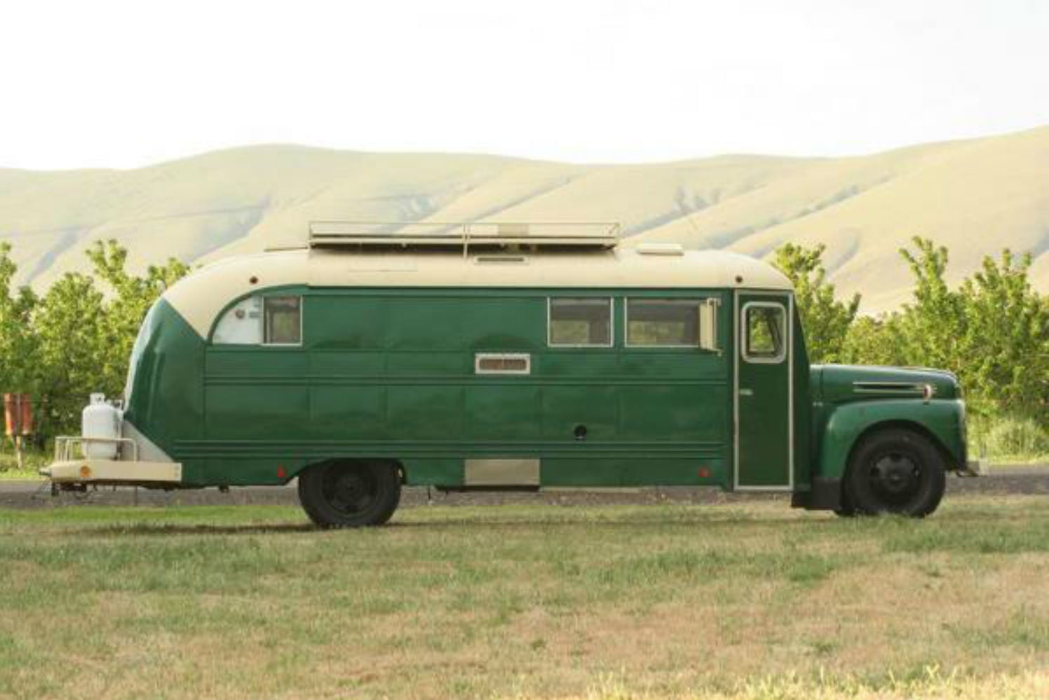 coolest bus to mobile home conversions emerald gypsy1