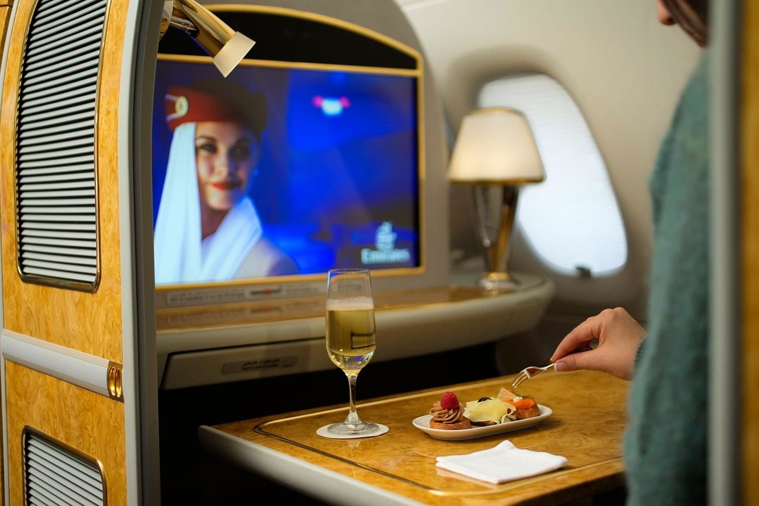 best first class airlines seats emirates a380  private suite