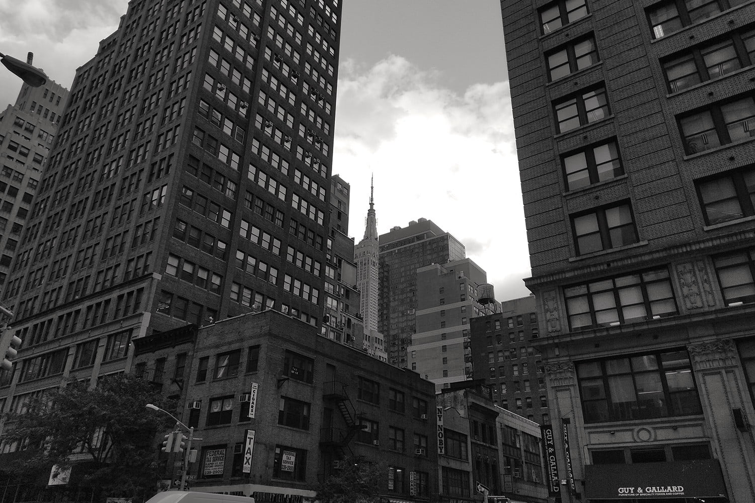 Essential Phone review camera samples nyc buildings bw