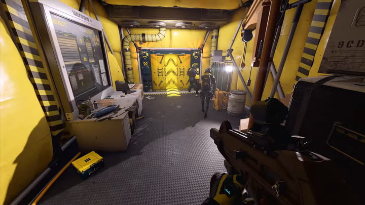 Rainbow Six Extraction team in a yellow room.