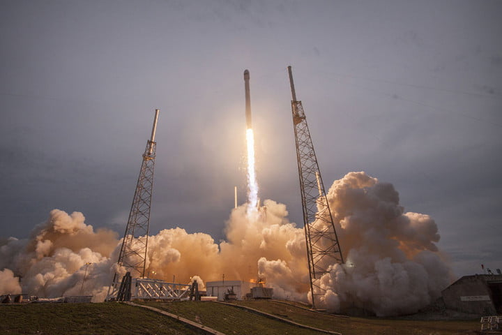 spacex looks like its going to fire up rocket program again a little later than expected falcon9launch1
